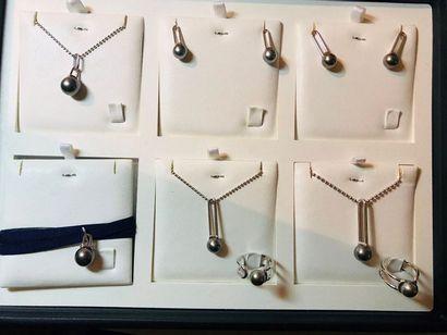 *Ensemble 8 bijoux comprenant: - 4 pendentifs...