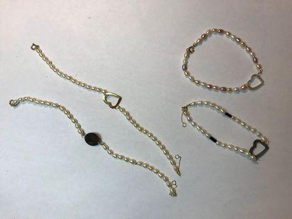 *Ensemble de 78 bracelets de perles de l'eau...