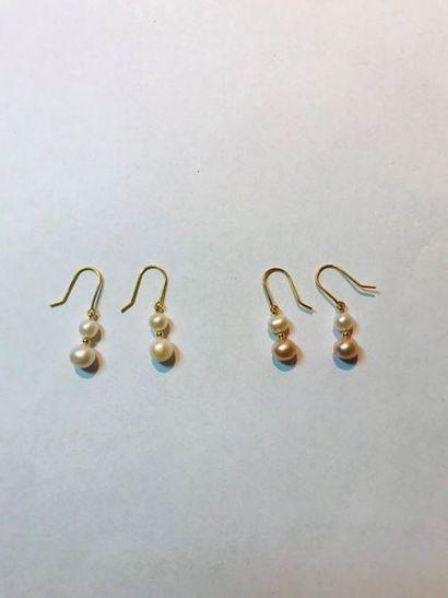 *Ensemble de 108 paires de boucles d'oreilles...