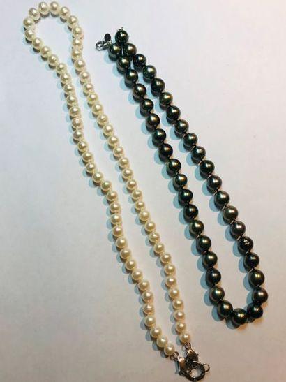 *Ensemble de 13 bijoux en argent comprenant:...