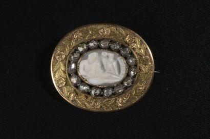 Broche ovale en or jaune 14k et argent centrée...