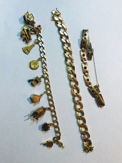 Trois bracelets en or jaune 18k : - bracelet...