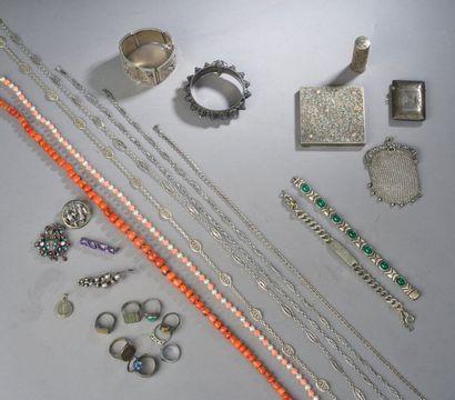 Ensemble de bijoux en argent comprenant:...