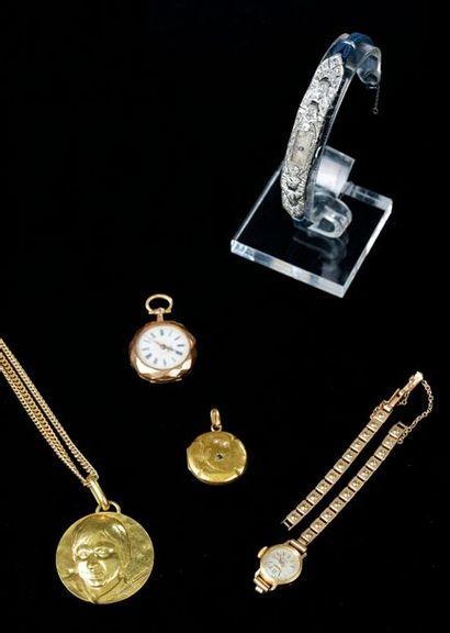 Ensemble de bijoux en or jaune comprenant...