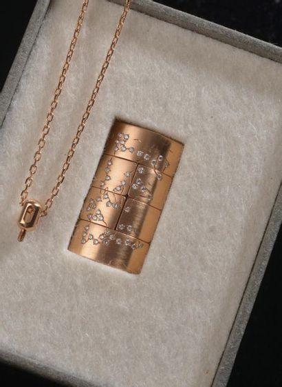 *Bague articulée en or rose 18k et platine...