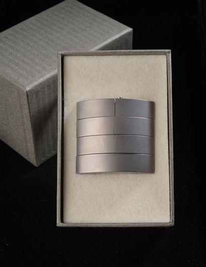 *Bracelet articulé en métal brossé de couleur...