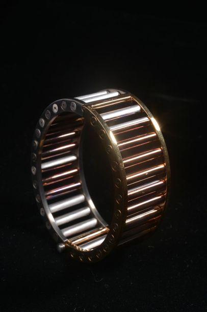 *Bracelet en métal bicolore gris et doré...