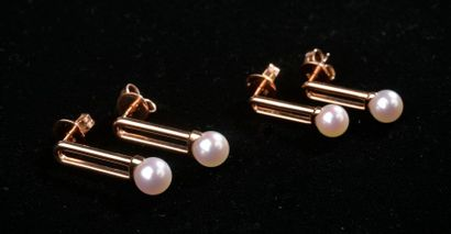 *4 paires de boucles d'oreilles en or rose...