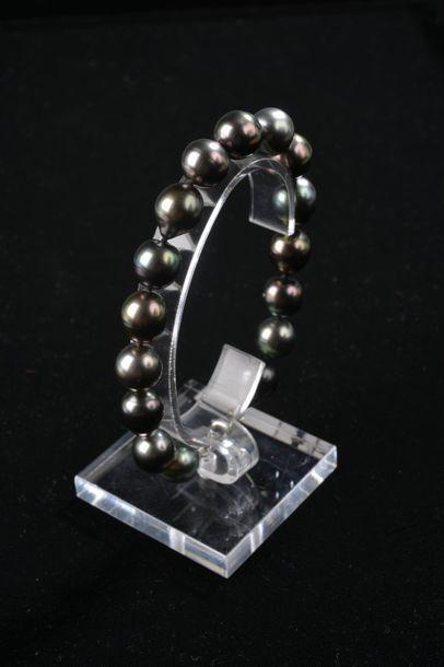 *Ensemble de 9 bracelets de perles de culture...