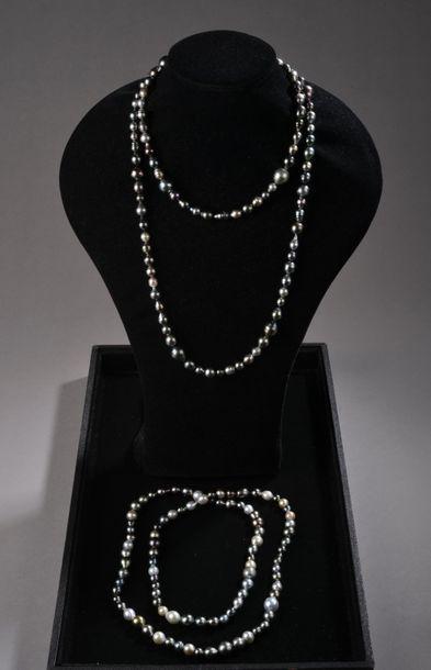 *Ensemble de 2 sautoirs de perles de culture...