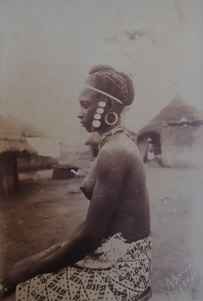 **1905. Guinée Bissau, c. 1905.  Trois albums...