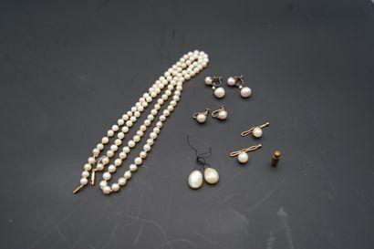 Ensemble de bijoux et accessoires ornés de...