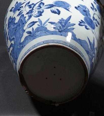 JAPON ARITA Période Edo, vers 1700. Importante potiche couverte en porcelaine bleu...