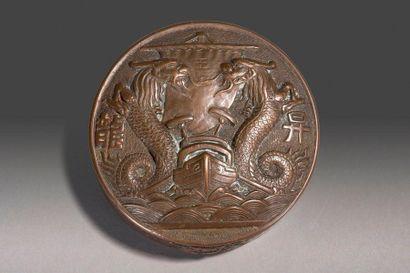 Presse papier circulaire en bronze à décor...
