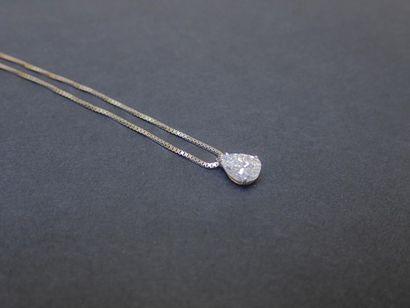 Collier en or gris 750°/00 orné d'un diamant...
