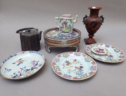 Bel ensemble en porcelaine du Japon IMARI,...