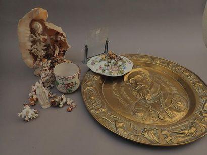 Lot de céramiques comprenant: un couvercle...
