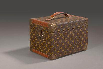 Louis VUITTON. Petite malle Vanity Case en...