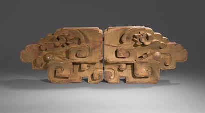 Partie de décor de temple en bois exotique...