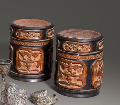 Paire de boîtes couvertes en bambou sculpté...