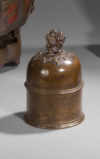 Jolie cloche en bronze, prise à décor d'une...