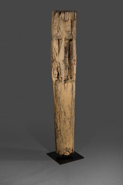 Pleureur Jaraï.  Statue monoxyle en bois...