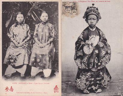 1900  Un album contenant 126 cartes postales...
