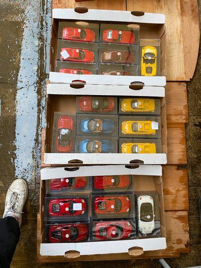 Lot de trois cagettes de voitures Ferrari....