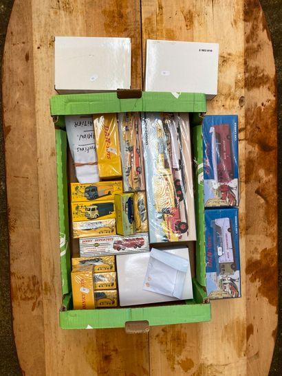 Cagette de boîtes de véhicules dont DINKY...