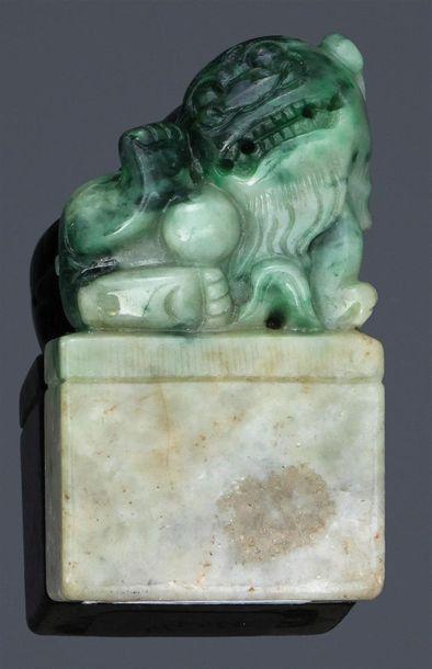 Sceau-cachet en jade-jadéite de couleur grise...