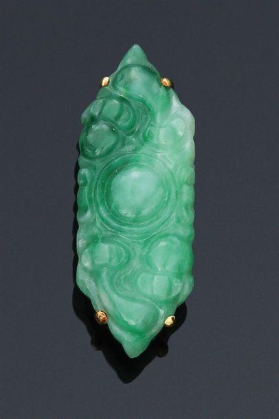 Broche en jade-jadéite de forme hexagonale...