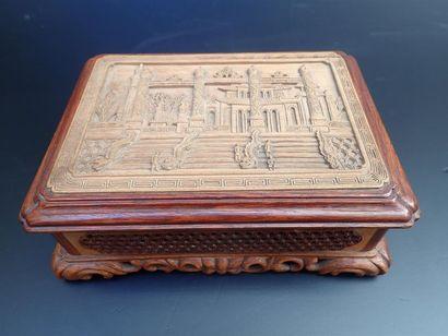 Coffret à bijoux rectangulaire en bois sculpté,...