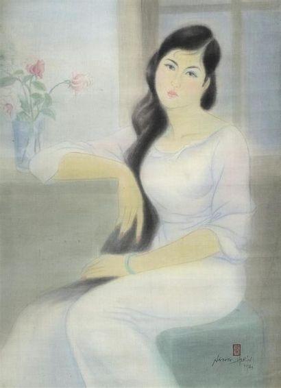 LÊ NANG HIEN (1921-2014).  PORTRAIT AU BOUQUET...