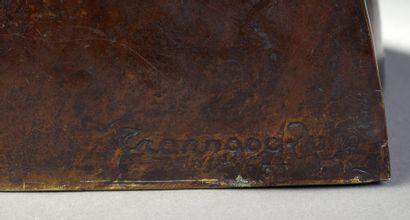 TRAN NGOC QUYEN (XXe)  BUSTE DE FEMME DU NORD.  Bronze à patine brune, signé et...