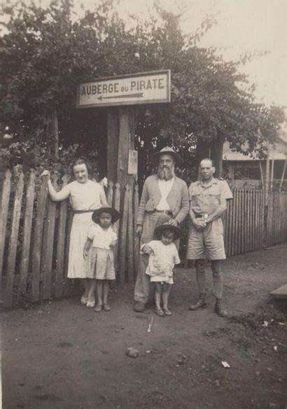 1938. L'INDOCHINE SUD.  TITRE : GENS ET CHOSES D'INDOCHINE. A.B.  Un album photographique...