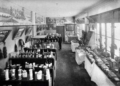 LA FOIRE DE HANOI, UN ENSEMBLE DE DOCUMENTS :  - Foire de Hanoï 1938. Exposition...