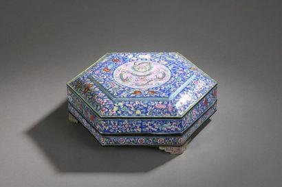 Règne de S.M. l'Empereur Minh Mang (1820-1840)  BOITE A COMPARTIMENTS DE FORME HEXAGONALE...