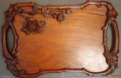 Plateau en bois rectangulaire richement sculpté...