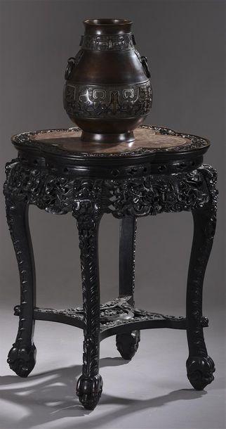 Sellette quadripode en bois exotique richement...