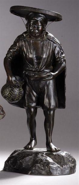 Pêcheuse Tonkinoise  Statuette en pied en...