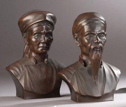 Couple de vieillards tonkinois.  Deux bronzes...