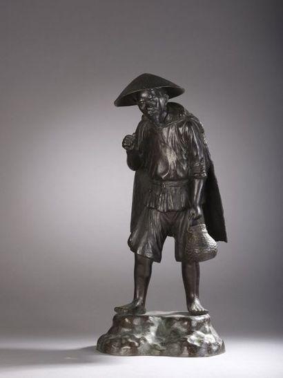 Pêcheur du Tonkin.  Bronze à patine brune....