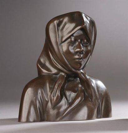 Buste de femme cochinchinoise.  Bronze à...