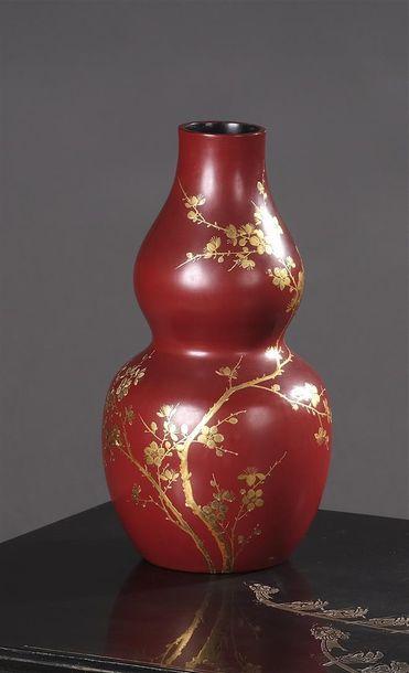 Maison THAN LÊ. Vase gourde en céramique...
