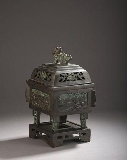 Brûle parfum en bronze en forme de losange,...