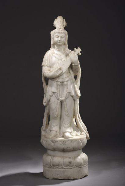 Sculpture en marbre représentant une femme...