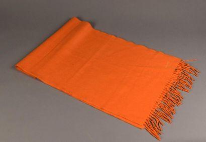 Hermès. Écharpe en cachemire orange. État...