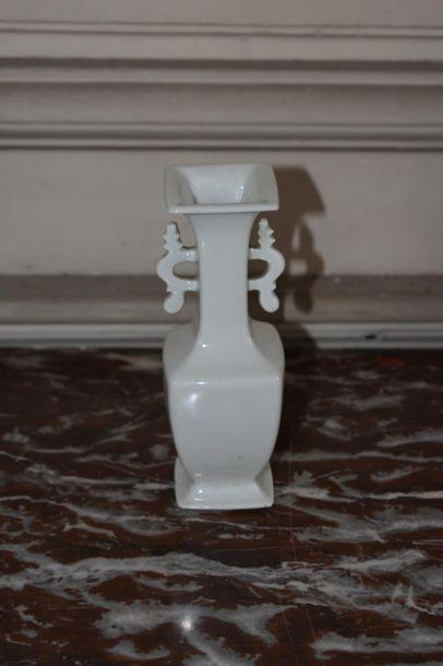 Vase soliflore en porcelaine, Chine, XIXe...