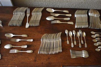 Importante ménagère en métal argenté de même...
