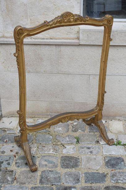 ÉCRAN en bois doré de style Louis XV À décor...